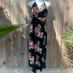 Dresses & Skirts - Beautiful NWT Maxi dress